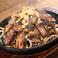 料理メニュー写真地鶏の炭火タレ焼