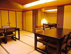 お二階は30名様までOK。座敷テーブルでゆっくりくつろぎながらお楽しみいただけます。