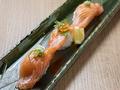 料理メニュー写真まぐろ / 海老 / サーモン / ハマチ / 紋甲イカ / 炙トロ鯖