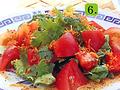 料理メニュー写真6.香菜とトマトのサラダ