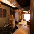 お茶屋の歴史を感じる手水(ちょうず)鉢。先斗町でも現存するのはごくわずか。お茶屋の風情を残す手水鉢。これ以外にも店内の各所には、今では珍しい建築様式が取り入れられております。一見の価値在りです。