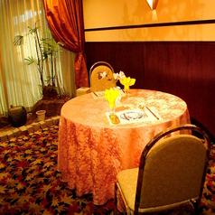 大切な人とのお食事にぴったりの個室席をご用意しております。周囲を気にせずゆっくりとお過ごしいただけます。個室はお席の数が限られておりますので、ご利用希望のお客様は事前に当店までお問い合わせいただくことをおすすめしております。