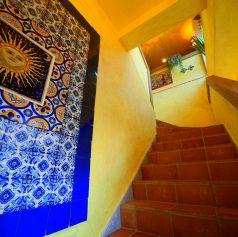 階段を上がればそこは本場のメキシカン空間