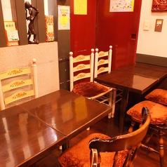 最大8名様までお使いいただけるテーブル席◎周りが壁なので周りを気にせずおくつろぎください◎