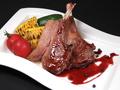 料理メニュー写真子羊の骨付きロース肉のグリル 野菜のグリルと赤ワインソース