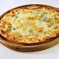 料理メニュー写真6種チーズのおつまみピザ