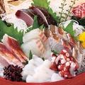 料理メニュー写真朝獲れ鮮魚刺し盛り合わせ