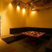 【2階・3.5階:ソファ個室】2階と3.5階にある、プライベート感のある個室です。2~6名様と6~12名様の大きさの違う2部屋をご用意。