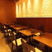 2名様用のテーブル席はカップル、ご夫婦等でご来店の少人数のお客様に人気です。