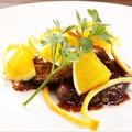 料理メニュー写真三河豚のロースト 赤ワインソースに果実を入れて