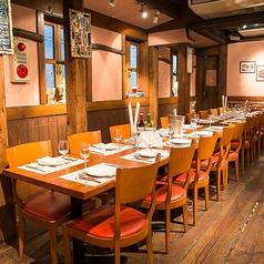2階は広々とした明るい空間で女子会やランチはもちろん、デートなど少人数のお客様に最適です♪ワインとの相性がぴったりのリーズナブルな一品メニューも豊富なラインナップで各種ご用意ございます!是非、皆様でイタリアン料理と美味しいワインをお楽しみください☆