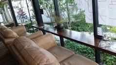 ガーデンに面したソファー席