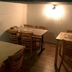 二階ロフト二階にある半個室のスペース。2名様から最大10名様までご利用出来ます。静かに飲みたい方向けのスペースです。