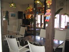 ご予約人数に合わせてレイアウト変更もできるテーブル席。女子会やご宴会にも最適です。【4名様×4ブロック 空間を開けてのお席になります