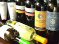 ワインも各種取り揃え。赤・白、ボトル1本2880円~お楽しみいただけます。