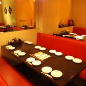 小規模の宴会やファミリー、お友達とのご利用にぴったりの8人掛けテーブル席。赤を基調とした活気あふれる店内で美味しい中華料理をどうぞ♪
