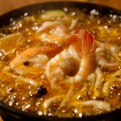 料理メニュー写真ぷりっぷり海老のアヒージョ