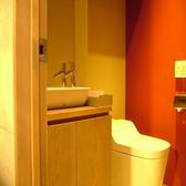 清潔感あふれる男性トイレ