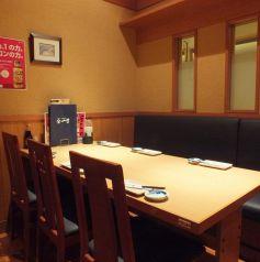 テーブルの完全個室はお子様がいるご家族でも利用しやすいです。煙草の煙がなるべく届かないお席をご案内致しますので、お子様連れにも安心。少人数~大人数の団体様までOK!テーブルを自由自在に移動して、お客様の人数に合わせたお席をご提供致します!