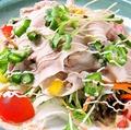 料理メニュー写真地豚の豚しゃぶ胡麻サラダ