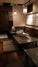 4人掛けのテーブルが3卓ございます。