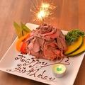料理メニュー写真肉ケーキプレート