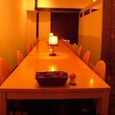 2階のテーブル席は人数によって組み換え自由の個室。