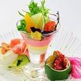 ◆gatsbyサラダパフェ◆たいへん好評をいただきました『gatsbyサラダパフェ』が復活しました!!以前よりも全体のマリアージュをお楽しみ頂けるサラダパフェになっております。コースでもご用意しております。