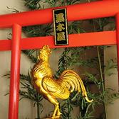 宮崎の新名所『黒木屋 金の地鶏像』触ると幸運が訪れる!?