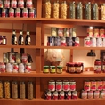 店内中央にディスプレイされたイタリア食材たちが雰囲気出してます