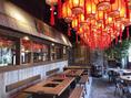 上海の裏通りの屋台街をスタイリッシュに表現した店内が広がる空間となっております!