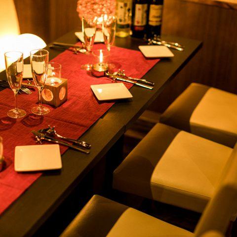お客様の用途に合わせて席を用意★レイアウト自由。最大30名様まで横並びの空間をご用意できます。20名以上での飲み会のご利用にも最適です♪