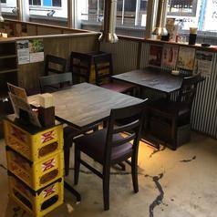 【~2名様 テーブル席】2つをくっつけて4名様のお席としても利用可能です!