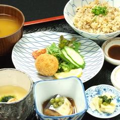料理メニュー写真海鮮チーズボールコロッケ定食
