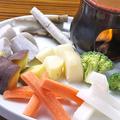 料理メニュー写真無農薬野菜のバーニャカウダソース付き