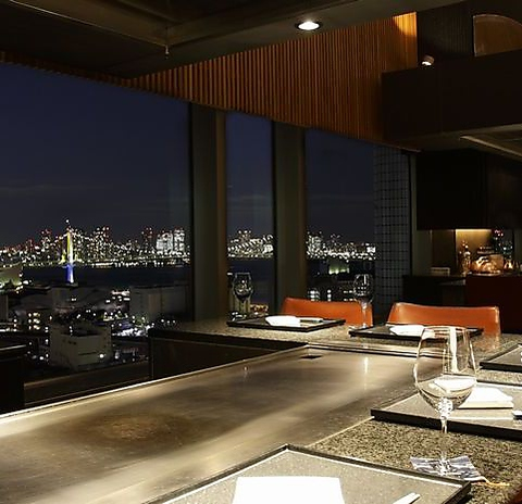 レインボーブリッジをはじめ東京ベイエリアの大パノラマと厳選素材を贅沢に味わう