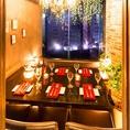 女子会・誕生日会・合コンなど様々な宴会に♪ダウンライトが優しく包み込む大人数のお客様向けのお席となります。少人数様~団体様までご利用いただけ、夜景を一望できる個室をご用意しております。
