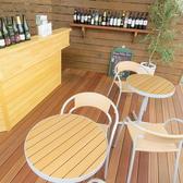 木のぬくもりがあふれ、ゆったりとくつろげるテラス席!天気が良い日は爽やかな風も感じられます◎時間を気にせずほっと一息、当店自慢のお食事やドリンクをごゆっくりとお楽しみ下さい♪