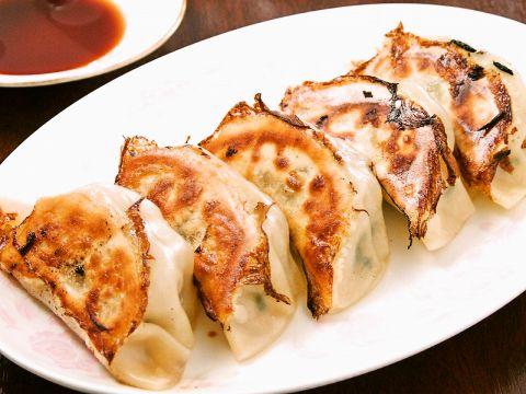 ≪新・鶴間名物★Saiyo自家製焼き餃子≫一度食べたらヤミツキに!