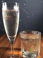 樽出しのスパークリングワインだから、いつもシュワシュワで乾杯!お値段もグラス550円でリーズナブル!