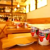 テーブルにはトマト缶がセットしてあります!お通しではないので食べないでくださいね(笑)あるものにつかいます!