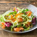 料理メニュー写真アスパラとサーモン・イクラのサラダ