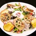 料理メニュー写真阿波尾鶏の鶏ハムと濃密卵のシーザーサラダ