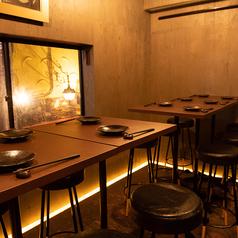 【6名様×2卓】最大12名様でもご利用頂けるテーブル席がございます。各種ご宴会にご利用下さいませ。