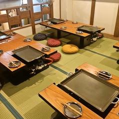 小上がりの座敷席は最大18名様まで対応しております。二次会、各種宴会にご利用下さい。