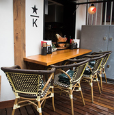 入り口横のカウンターテラス席は解放感抜群!夜風を浴びながらのんびりとお食事をお愉しみ頂けます♪