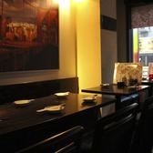 ダイニングテーブル。お席の結合も可能です!2名様から20名様まで!~個室居酒屋 ビアホール 宴会 飲み会 女子会 合コン 記念日 誕生日 デート 3時間 無制限 飲み放題 食べ放題なら~チーズフォンデュ 個室肉バル ビストロ レガート-新宿西口店~