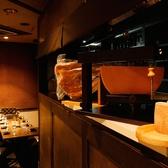 キッチンが見渡せるお席も 調理もご覧下さい