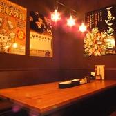 木を基調としたテーブルです。お友達と、同僚と、恋人と…様々なシーンで素敵なひと時をお過ごしください。