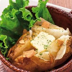 料理メニュー写真ベイクドポテト(バター醤油)